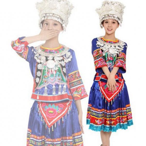 苗族歌舞盛装 民族手工刺绣 苗银服饰